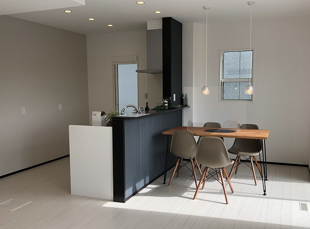 収納性・機能性バツグンのシックなお家。